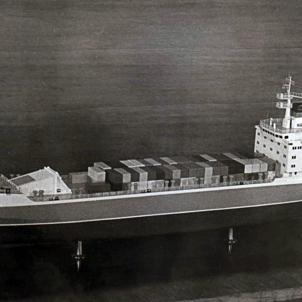 """Макет корабля контейнеровоз типа """"Нева"""""""