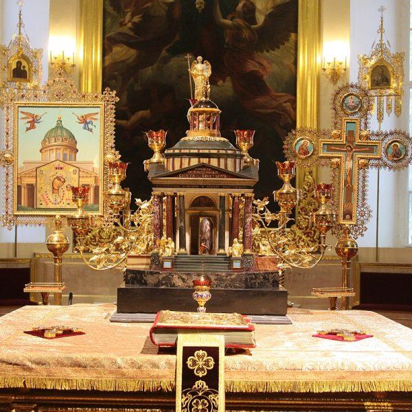 Дарохранительница в Казанском соборе