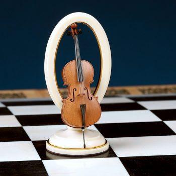 подарочные шахматы Оркестр фигура в видке виолончели